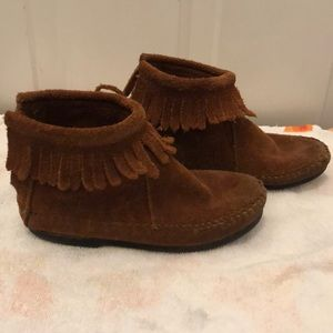 Girls Minnetonka Moccasin Boots Size 11